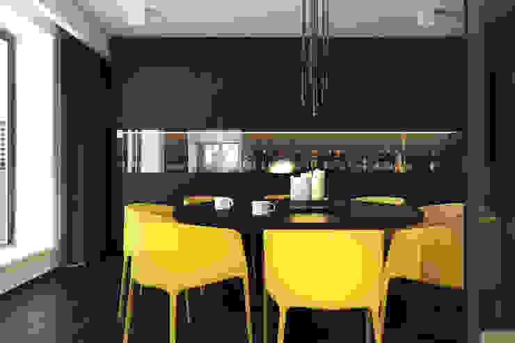 Столовая комната в стиле минимализм от KUOO ARCHITECTS Минимализм