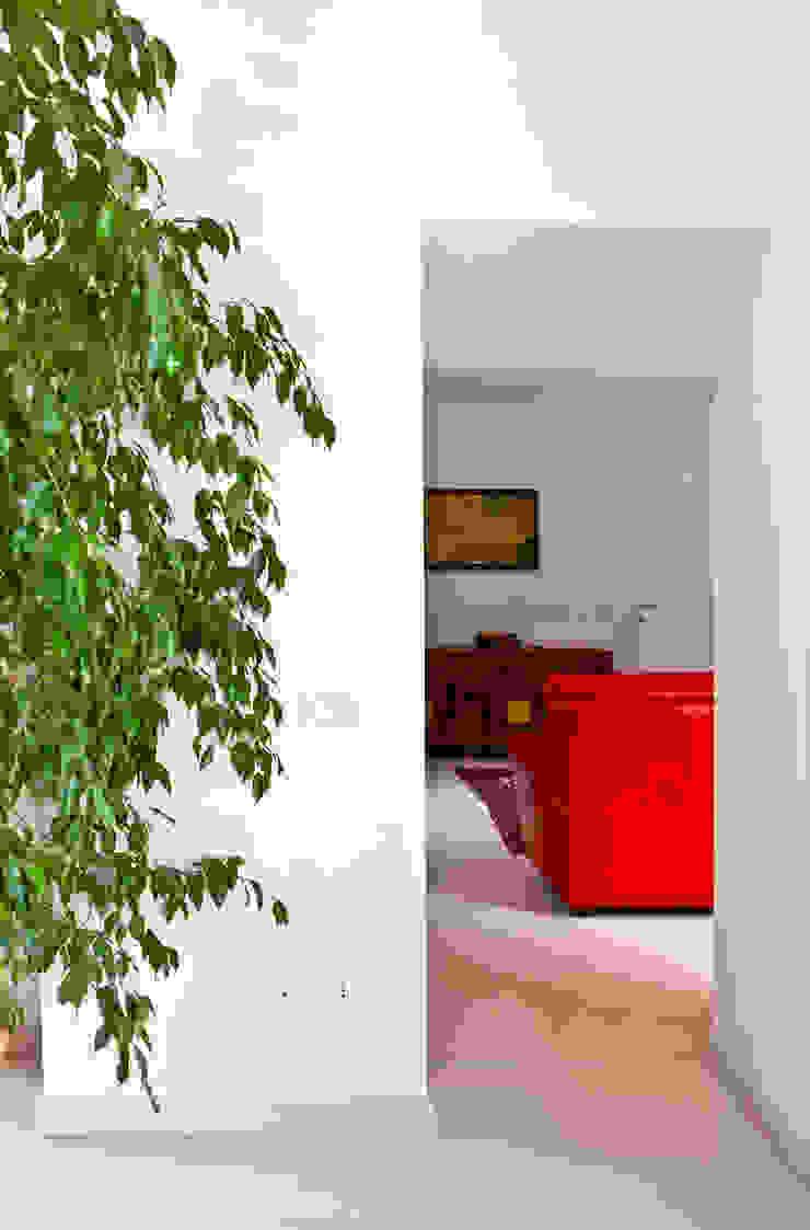Moderne woonkamers van micheladesalvadori architetto Modern