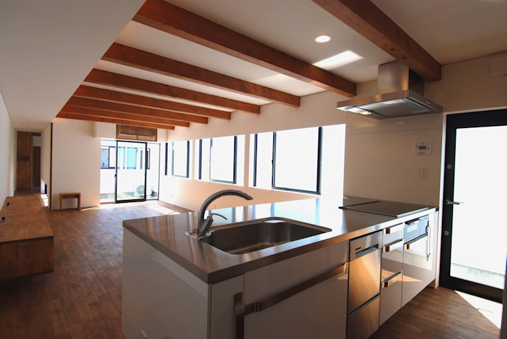 Modern Kitchen by 株式会社PLUS CASA Modern