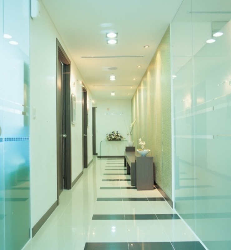 아름다운 나라 성형/피부/에스테틱 전문 병원 모던 스타일 병원 by 참공간 디자인 연구소 모던