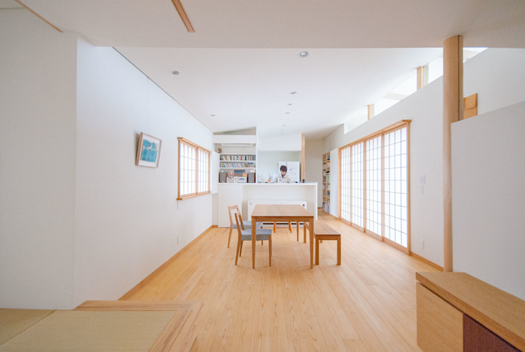 Eclectic style dining room by あきもとちえこ建築設計事務所 Eclectic
