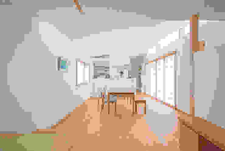 Comedores de estilo ecléctico de あきもとちえこ建築設計事務所 Ecléctico