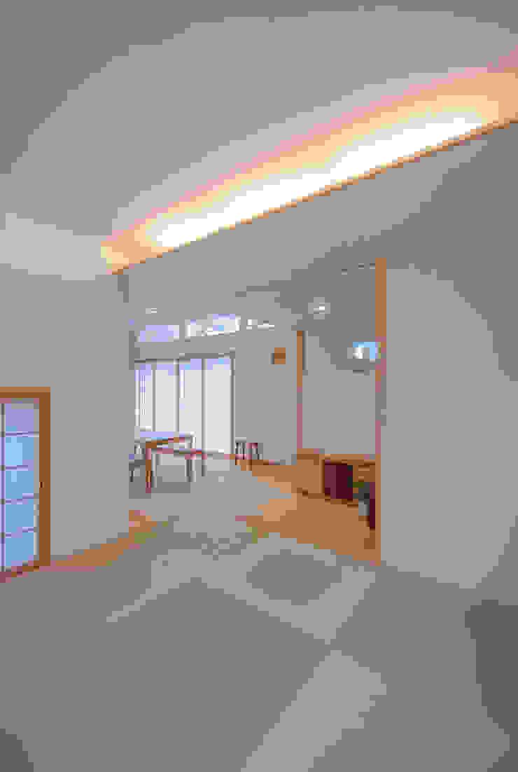 柿の木のある家 オリジナルデザインの 多目的室 の あきもとちえこ建築設計事務所 オリジナル