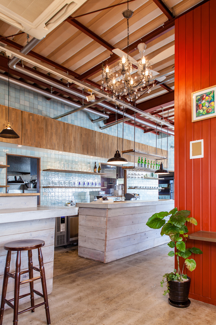 FORNO DA CARINO インダストリアルなレストラン の Innovation Studio Okayama インダストリアル