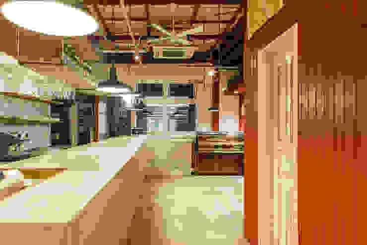 Gastronomía de estilo industrial de Innovation Studio Okayama Industrial
