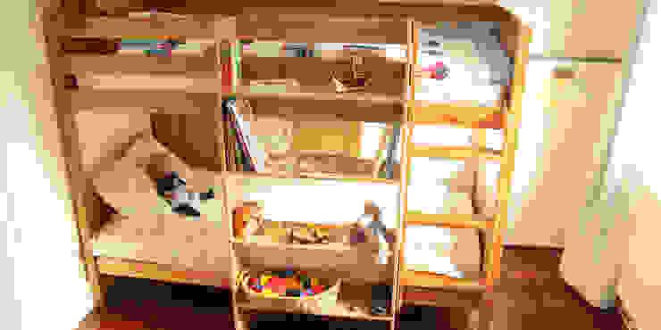 Bunk Bed Hanging Shelf di Finoak LTD Moderno