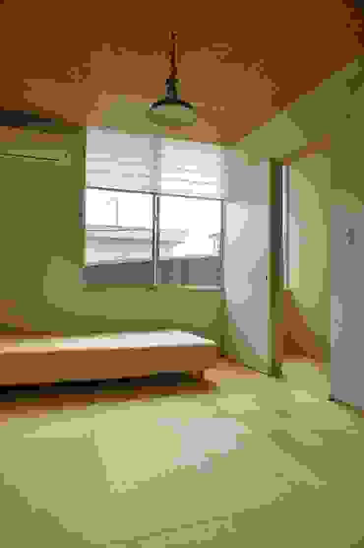 Danchi house ―どこにでもある団地の家― モダンデザインの 多目的室 の 一級建築士事務所オブデザイン モダン