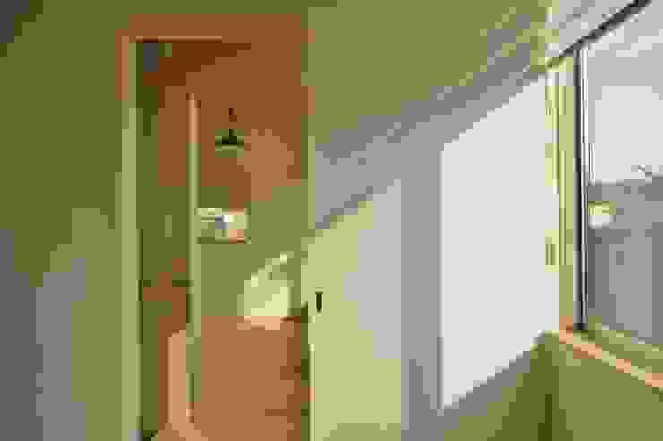 Danchi house ―どこにでもある団地の家― モダンスタイルの寝室 の 一級建築士事務所オブデザイン モダン