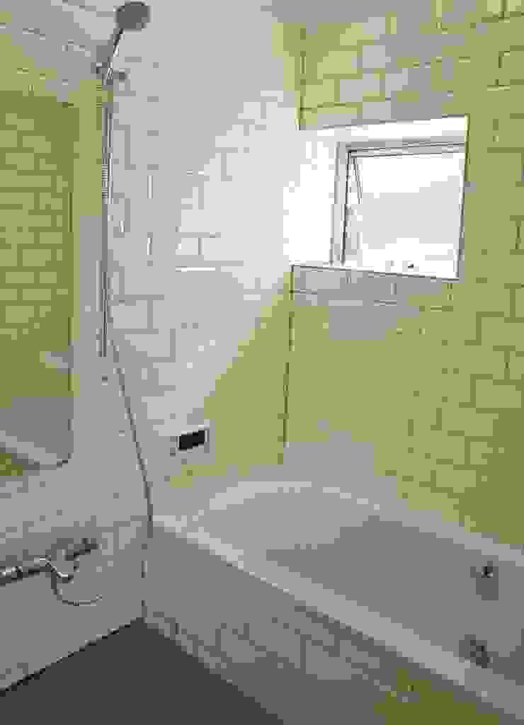 Danchi house ―どこにでもある団地の家― モダンスタイルの お風呂 の 一級建築士事務所オブデザイン モダン
