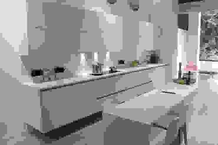 Cocinas sin tirador de XEY XEY Corporación Empresarial Cocinas de estilo moderno