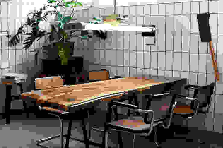VANOUDS tafels:  Kantoren & winkels door VANOUDS,