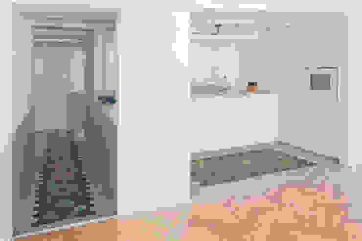 THE APPARTEMENT Minimalist living room by Bureau A Minimalist