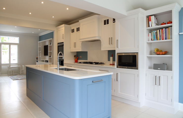 Hand painted bespoke kitchen in Hertfordshire, with media unit. Modern kitchen by John Ladbury and Company Modern