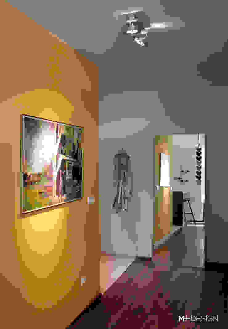 Mieszkanie 64m2 Minimalistyczny korytarz, przedpokój i schody od M+ DESIGN Marta Dolnicka Marchaj Minimalistyczny