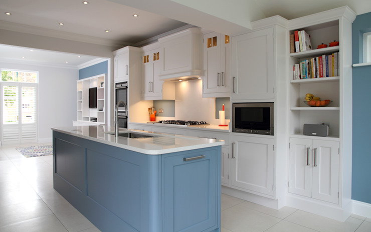 Hand painted bespoke kitchen in Hertfordshire Modern kitchen by John Ladbury and Company Modern