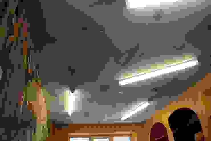 Потолок в игровой комнате от Anna Vladimirova Минимализм