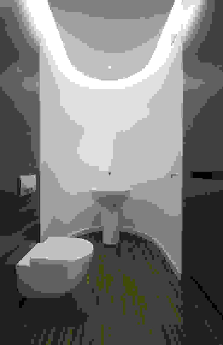 LAZIENKA PARTER Nowoczesna łazienka od PAWEL LIS ARCHITEKCI Nowoczesny