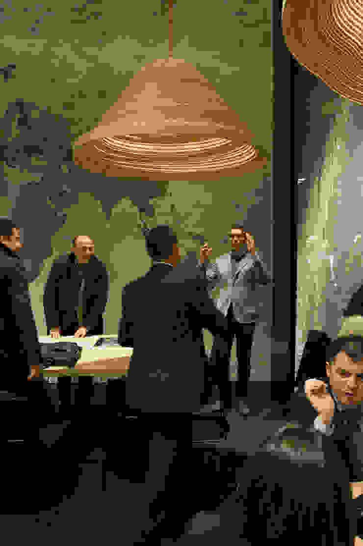 Twisted Light Poliform stand Salone Del Mobile 2012 Moderne gastronomie van Studio Erwin Zwiers Modern