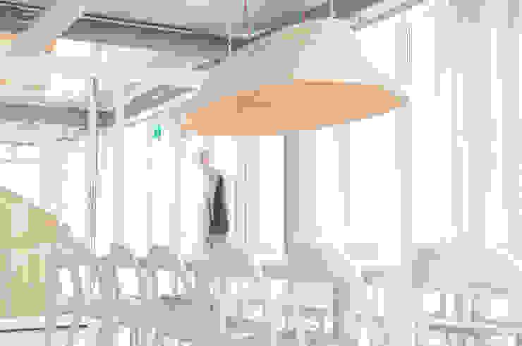 Twisted Light: modern  door Studio Erwin Zwiers, Modern