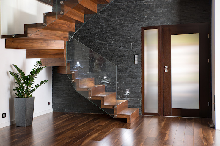 par BRODA schody-dywanowe Moderne