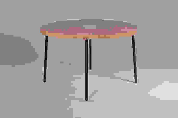 Twisted Table: modern  door Studio Erwin Zwiers, Modern