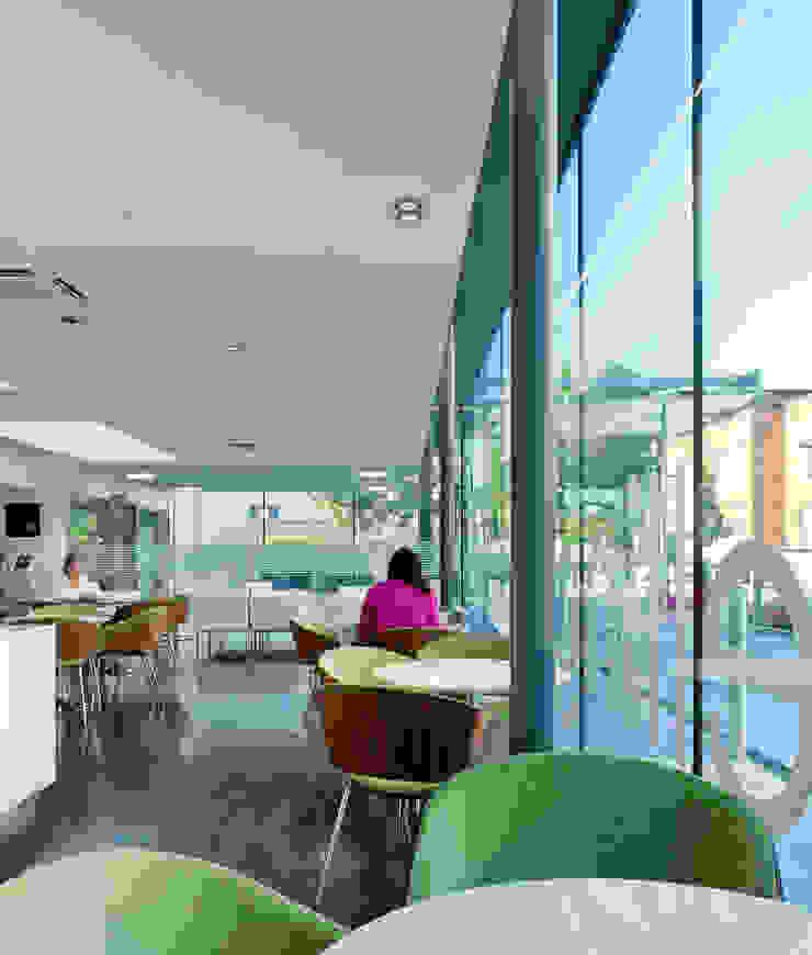 Platinum Café Modern gastronomy by Sonnemann Toon Architects Modern