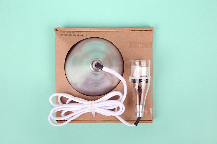 Brendan Ravenhill's single Pendant in the packaging van Booo BV