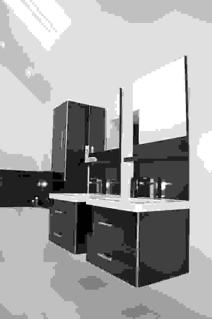 En-suite To Main Bathroom - As Built Modern bathroom by Arc 3 Architects & Chartered Surveyors Modern