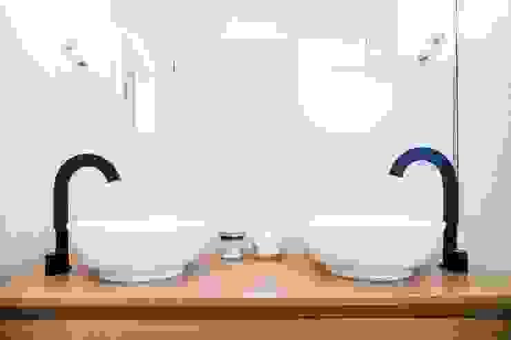 Casas de banho  por Hélène de Tassigny, Moderno