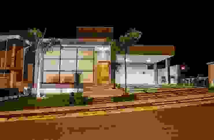 Fachada Frontal Casas modernas por HAUS Moderno