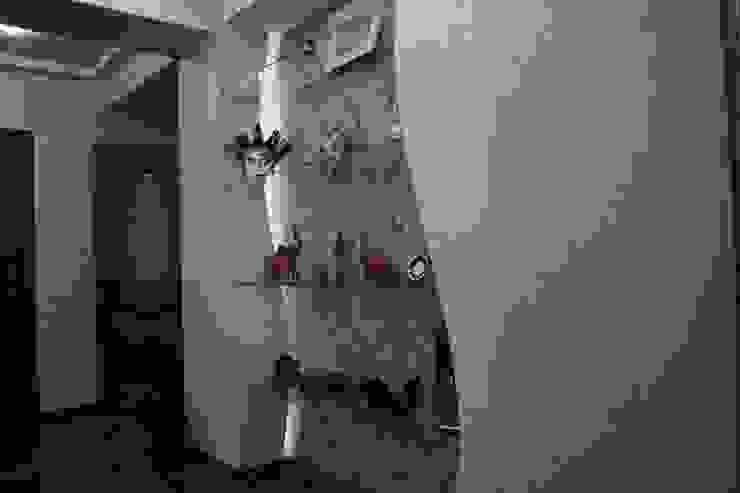 Klasyczny korytarz, przedpokój i schody od Цунёв_Дизайн. Студия интерьерных решений. Klasyczny