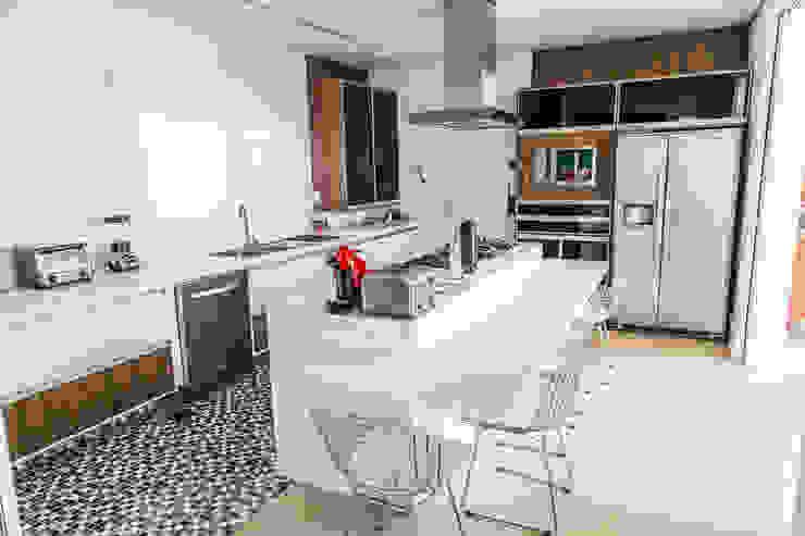 Cocinas de estilo moderno de HAUS Moderno