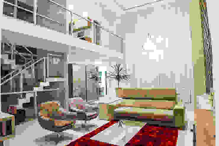Livings de estilo moderno de HAUS Moderno