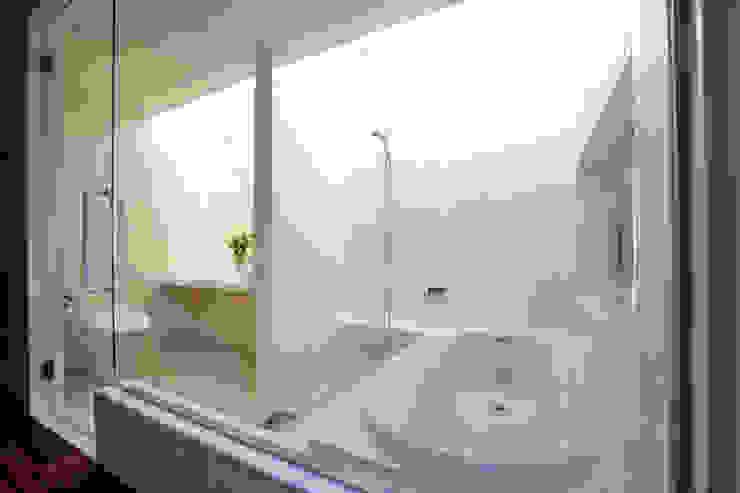 竹林風洞 バスルーム モダンスタイルの お風呂 の アーキシップス古前建築設計事務所 モダン