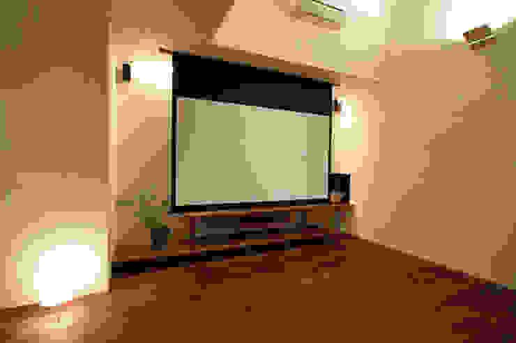 Living room by アーキシップス古前建築設計事務所, Modern