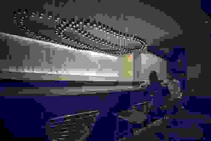 LATITUDE Bars & clubs modernes