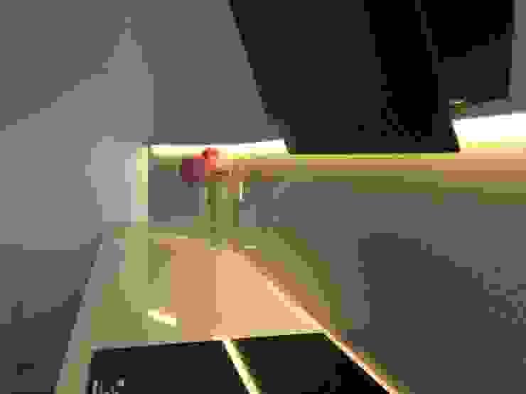 Cocina Cocinas de estilo moderno de RODEK arquitectura interior Moderno