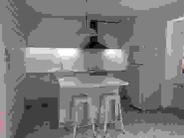 Cocina mueble Cocinas de estilo rústico de RODEK arquitectura interior Rústico