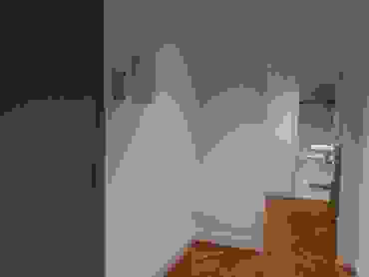 hall Pasillos, vestíbulos y escaleras de estilo rústico de RODEK arquitectura interior Rústico