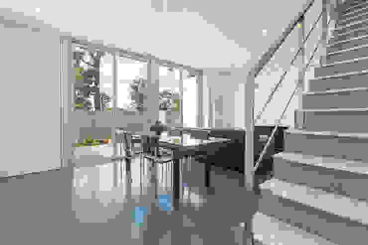 Salón - Grey House | 08023 Arquitectos - Barcelona Salones de estilo moderno de homify Moderno