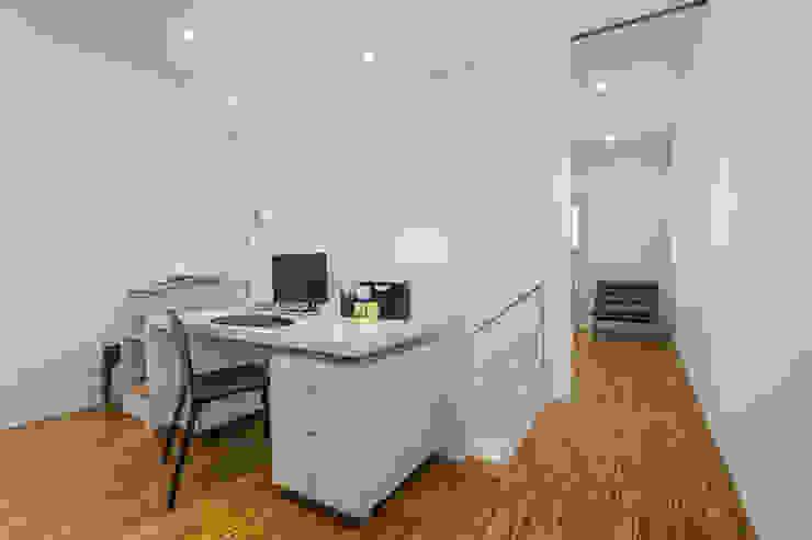 Estudio - Grey House | 08023 Arquitectos - Barcelona Estudios y despachos de estilo moderno de 08023 Architects Moderno