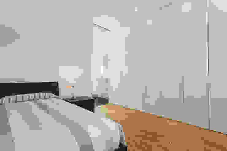 Habitación principal - Grey House   08023 Arquitectos - Barcelona Dormitorios modernos: Ideas, imágenes y decoración de homify Moderno