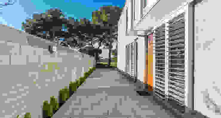 Pasillo de entrada - Grey House | 08023 Arquitectos - Barcelona Casas de estilo industrial de 08023 Architects Industrial
