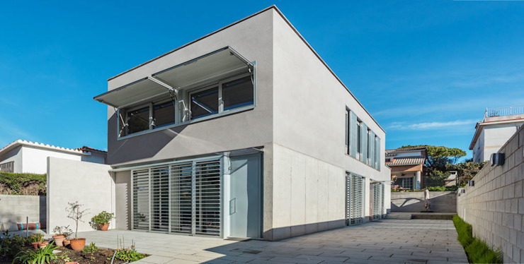 Fachada Principal - Grey House   08023 Arquitectos - Barcelona Casas industriales de homify Industrial