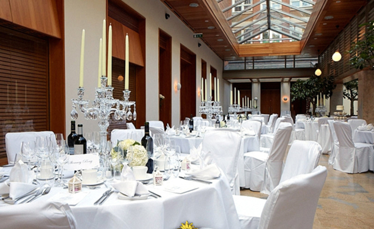 How to find the Cheapest Asian Wedding Venues in London by cavendishbanqueting