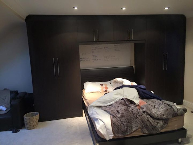 Smiths in Action por Smiths fitted wardrobes Ltd Moderno