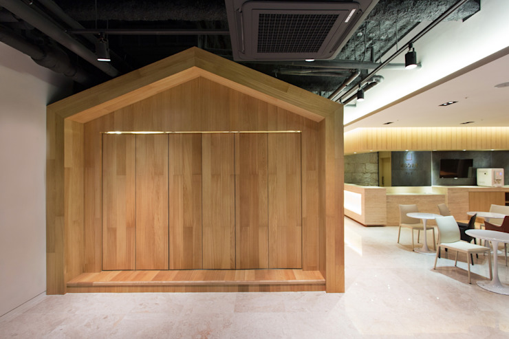 A House for Nature and People / YLAB 모던스타일 주택 by Y L A B 모던
