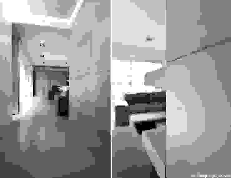 Aranżacja wnętrza mieszkania w Gdyni Minimalistyczny korytarz, przedpokój i schody od ANIEA Minimalistyczny