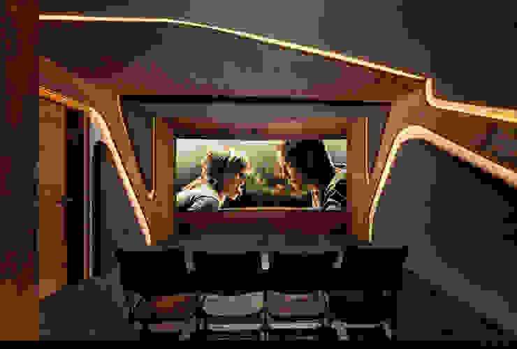 Projekty,  Pokój multimedialny zaprojektowane przez Barefoot Design,