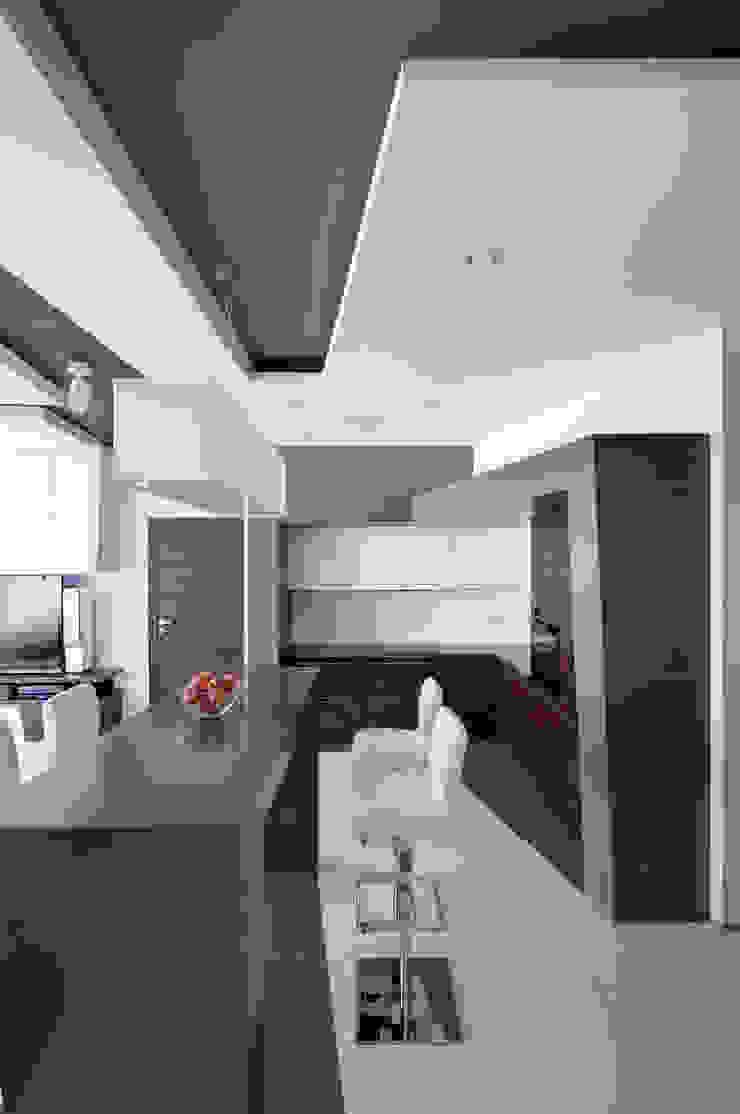 Квартира в Чертаново Кухня в стиле минимализм от ARTRADAR ARCHITECTS Минимализм